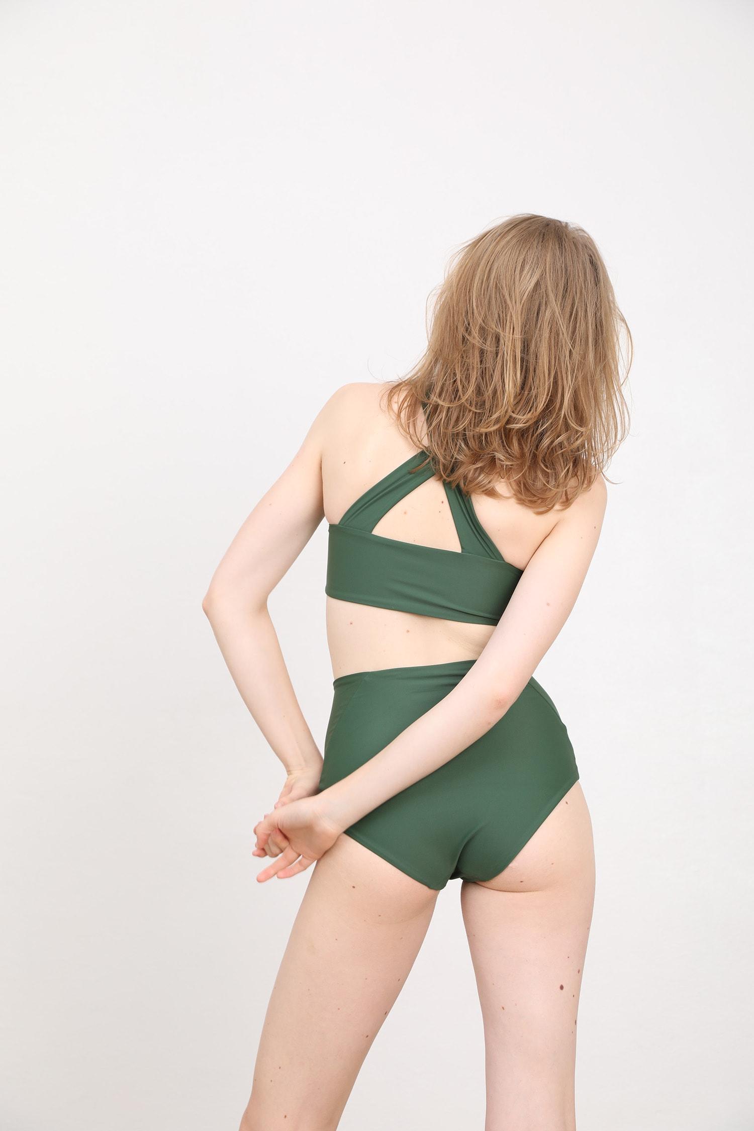 margaret and hermione_ss19_top no7_97,00eur_bottom no.3_78,00eur_dark green_hinten_online